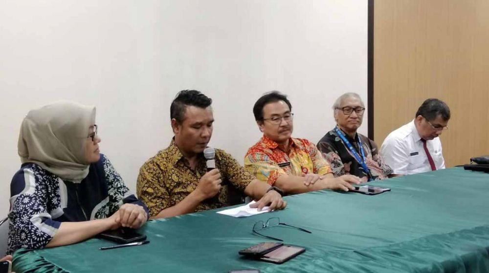 Jumpa Pers kondisi terbaru Wali Kota Risma di RSU dr Soetomo