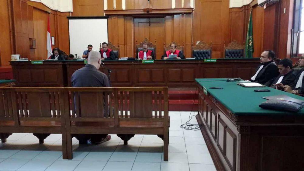 Ahmad Dhani saat menjalani sidang putusan atau vonis di Pengadilan Negeri Surabaya