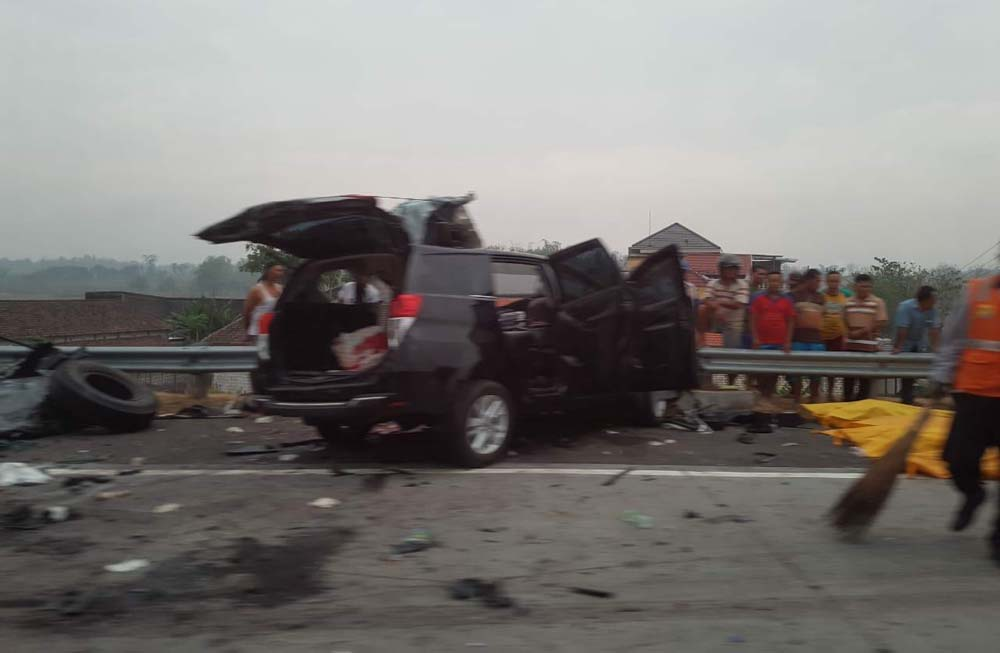 Mobil yang terlibat kecelakaan di Tol Sumo/Foto: Istimewa