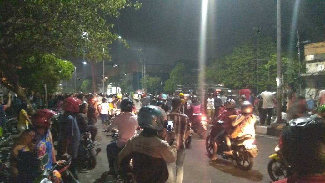 Satu truk Satpol PP disandra pedagang Jalan Kapasari
