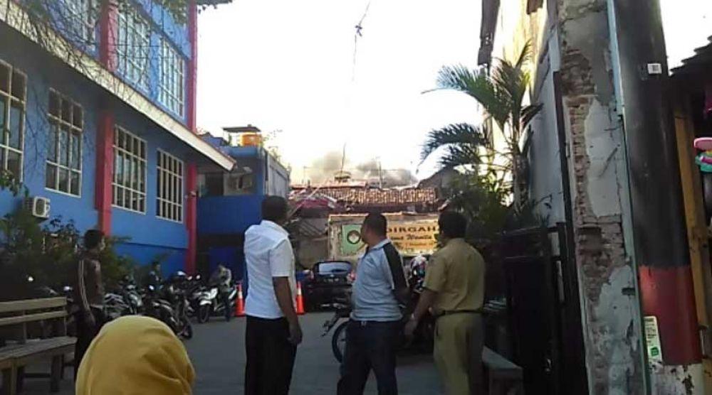 Kebakaran di dekat kantor PMK Pasar Turi