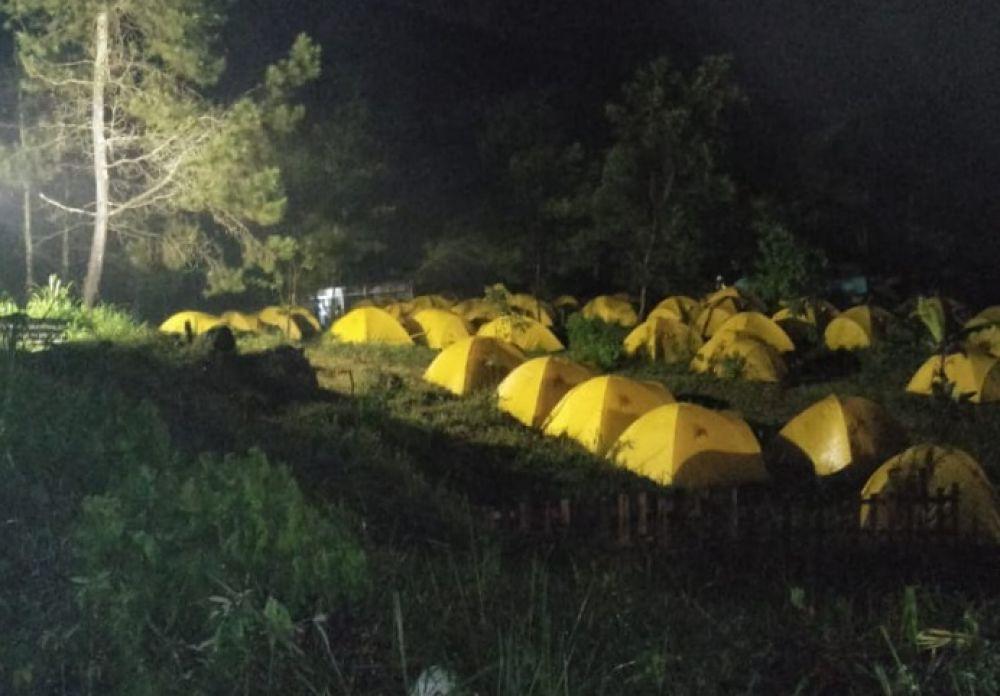 Gumandar Camp, lokasi perkemahan yang di dekat Jendela Langit