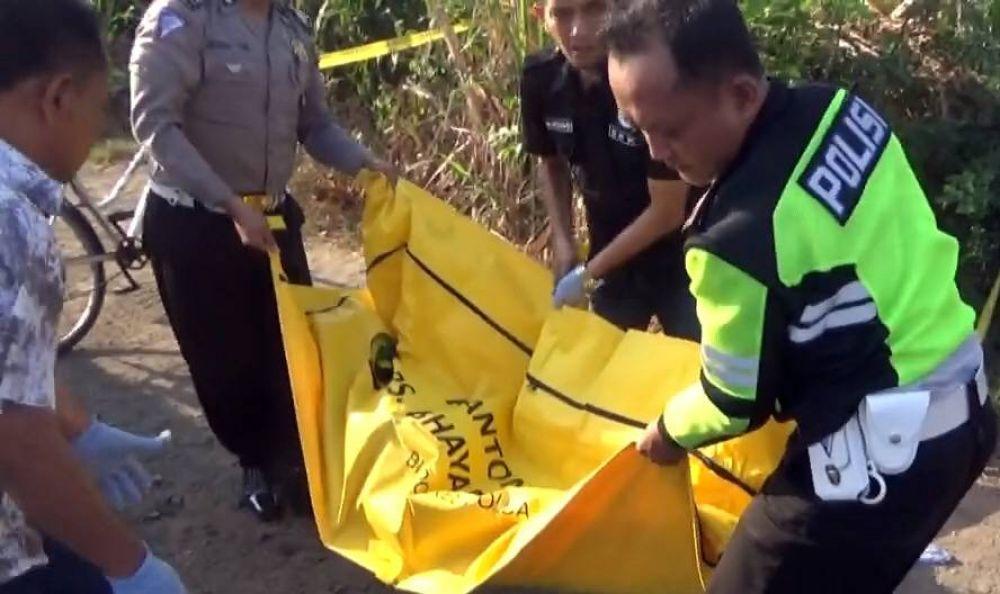 Mayat Wanita Berkerudung Pink Ditemukan Di Pinggir Jalan Pembunuhan