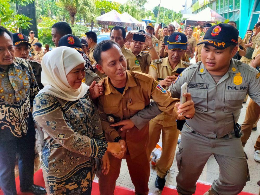 Gubernur Jatim Khofifah Indar Parawansa saat menghadiri Rapat Kerja Percepatan Penyaluran dan Pengelolaan Dana Desa Tahun 2020 di JX International Jalan Ahmad Yani, Surabaya