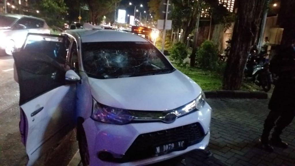Mobil penabrak tiga motor di Surabaya yang dirusak warga