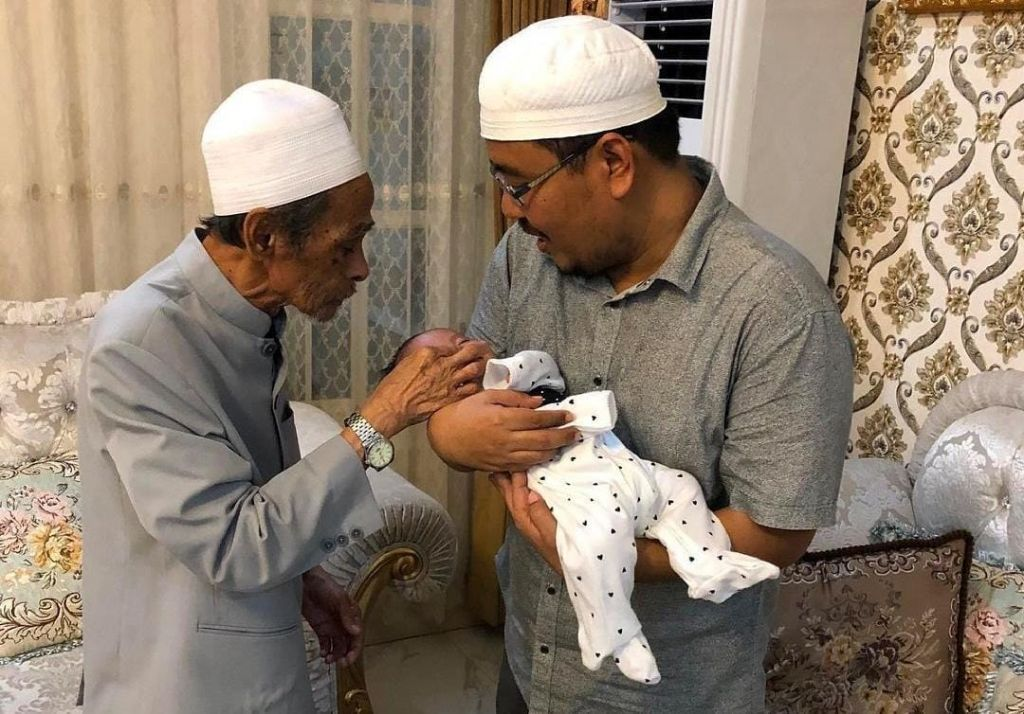 Anwar Sadad bersama KH Nawawi Abdul Jalil