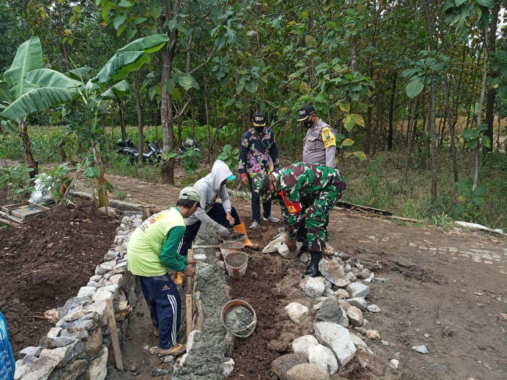 Peran serta dan keterlibatan unsur TNI-Polri dalam sinergitas pengawasan pelaksanaan kegiatan P3-TGAI di desa penerima program