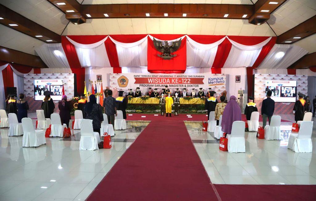 Prosesi wisuda ke-122 Untag Surabaya