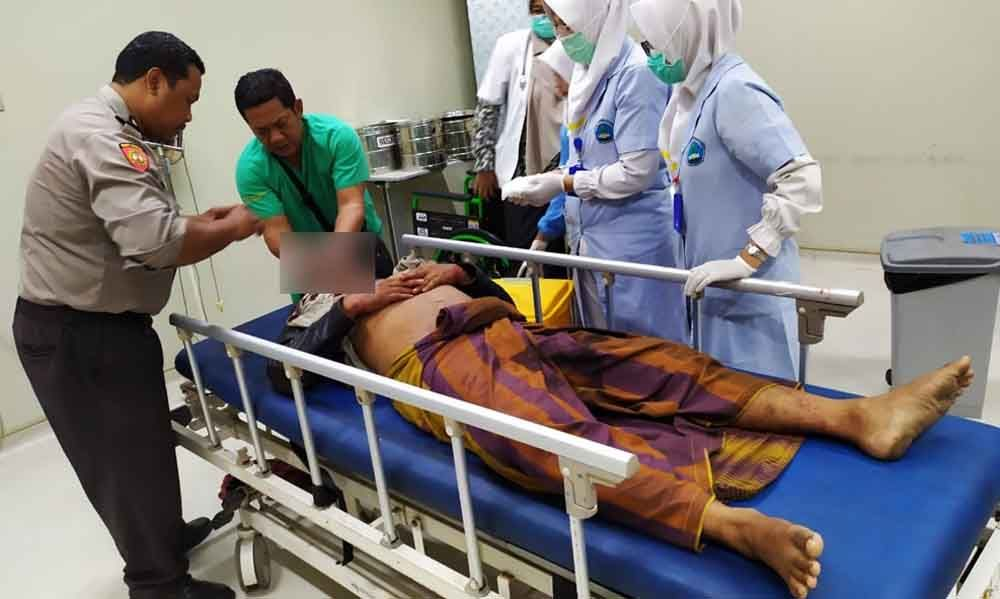 Korban bacok saat mendapat perawatan medis