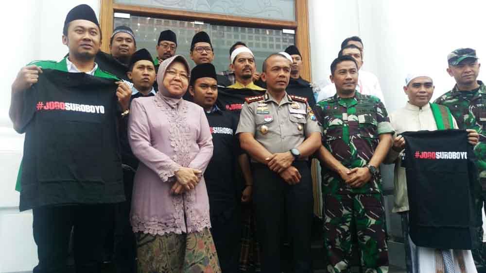 Hasil gambar untuk Risma walikota surabaya mediasi banser