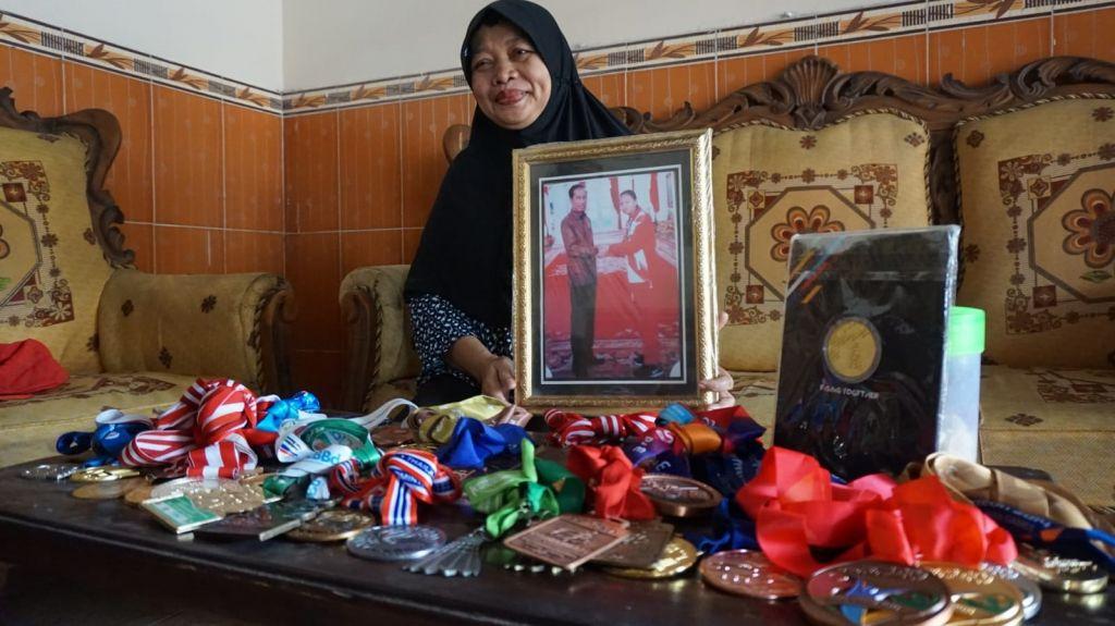 Maslukah, ibunda Alim saat ditemui di rumahnya.