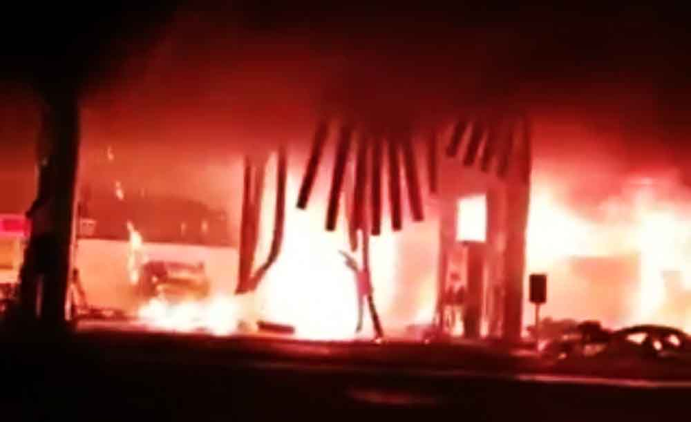 Bus PO Jember Indah yang terbakar