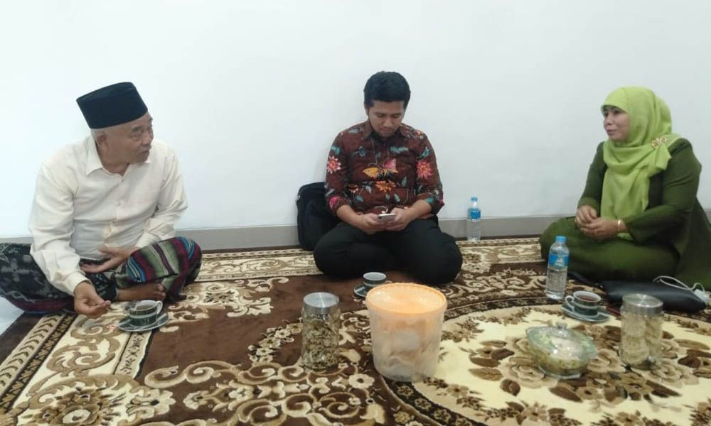 KH Asep Syaifuddin Chalim, Wagub Jatim Emil Dardak dan Bacawawali Surabaya Dwi Astutik pada pertemuan Kamis (19/9) malam /Foto: Istimewa