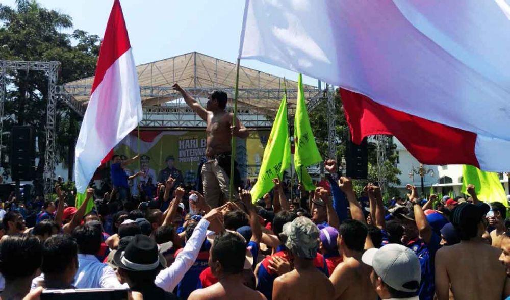 May Day tahun 2018 lalu di depan Kantor Gubernur Jawa Timur, Jalan Pahlawan, Surabaya (foto: Narendra Bakrie/jatimnow.com)