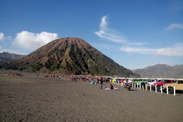 Wisatawan Lokal Banjiri Bukit Teletubbis Gunung Bromo