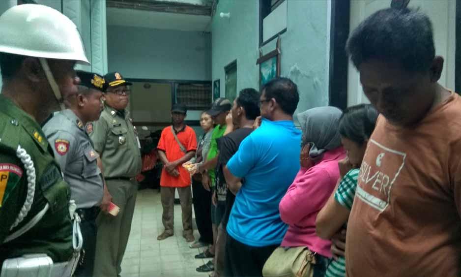 Pasangan mesum saat dibawa dan didata di Kantor Satpol PP Kota Blitar