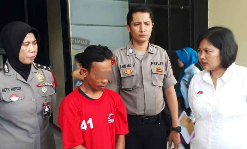 Salah satu pelaku pencabulan saat di Mapolrestabes Surabaya
