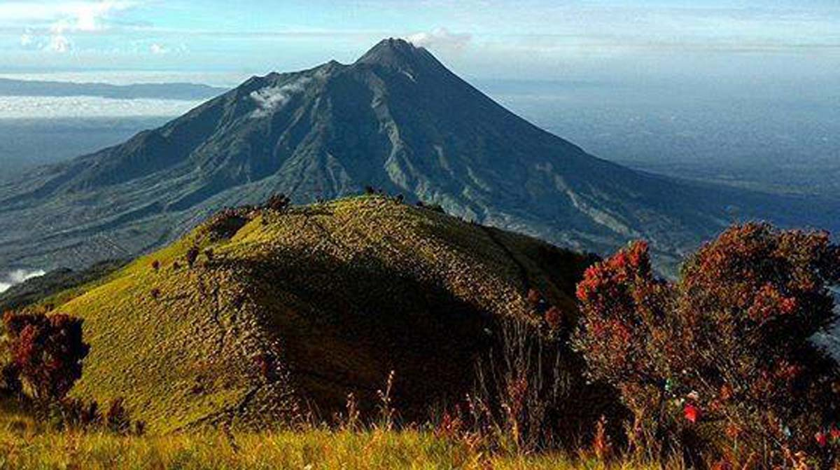 30 Pendaki Dievakuasi, Puluhan Masih Terjebak di Gunung Lawu